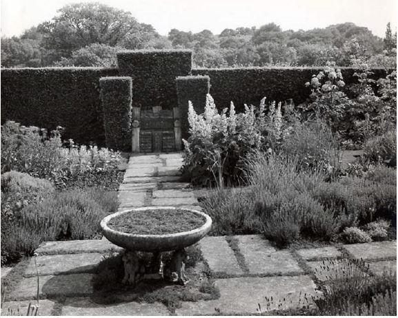 The Herb Garden showing Edward the Confessor's chair