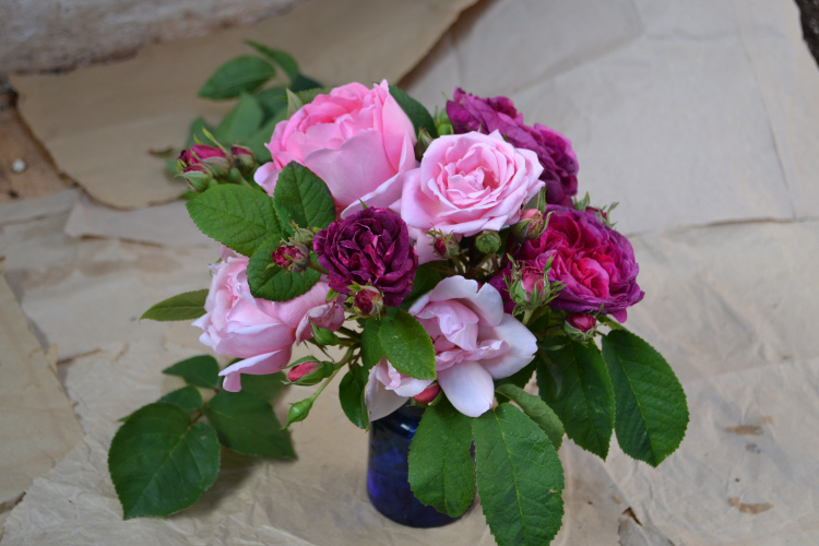 The main arrangement of five flowers